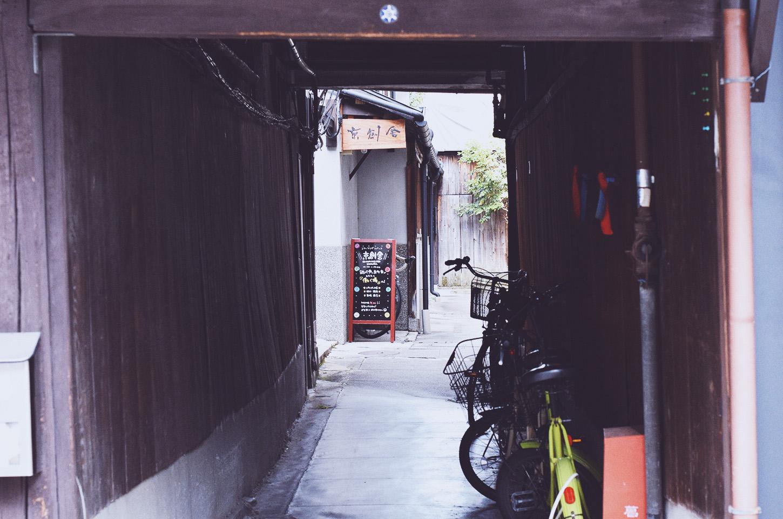 京創舎入り口