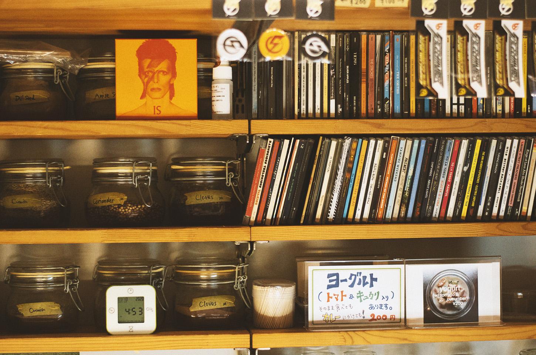 店内のCD棚